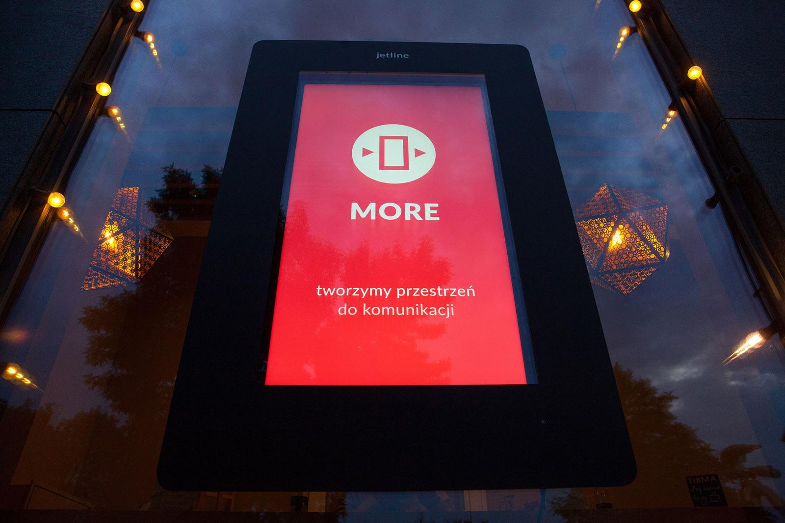 Nowa sieć DOOH, więcej przestrzeni do komunikacji. Więcej, czyli MORE.
