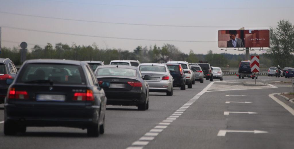 ruch samochodowy na trasach