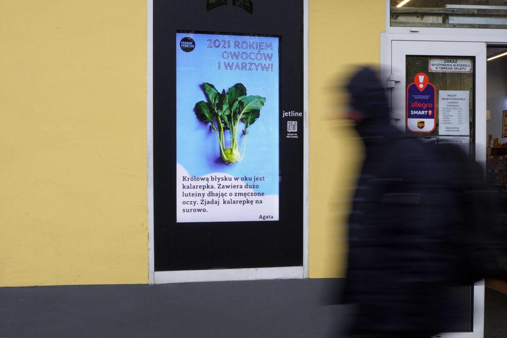 w JetLine na ekranach owoce i warzywa